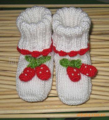 供应手工编织翻边草莓图案婴儿鞋_周至县锦绣手工艺品