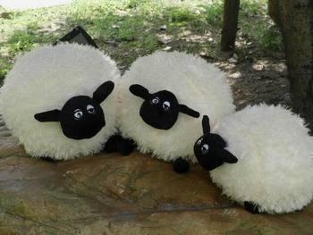 产品类别公仔 风格动物纹系 : 货号华伍肖恩羊 外套材质毛绒 : 填充