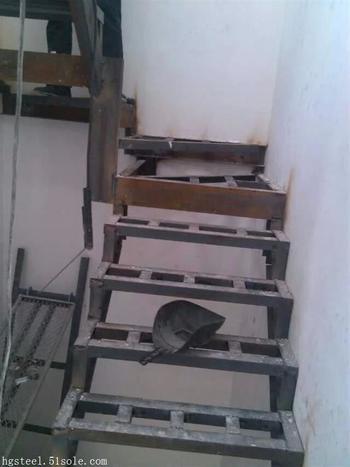 苏州钢结构平台栏杆价格室内钢楼梯价格