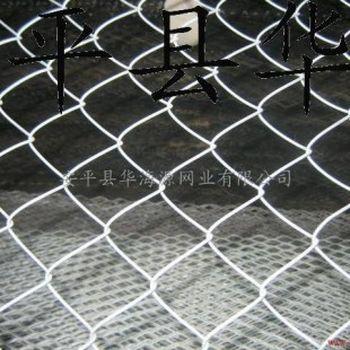 编织及特点:编织而成,网面平整,网孔均匀,美观大方 优点:菱形编织网围